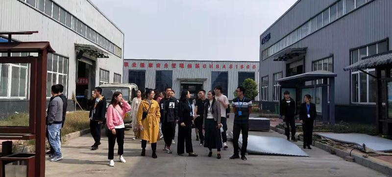 欢迎院校学生来我公司参观学习(图1)